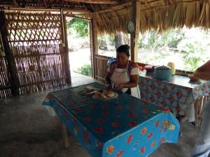 Maya Küche Tortilla-Zubereitung